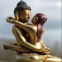Kuntuzangpo en Kuntuzangmo, symbool voor het niet gescheiden-zijn van helderheid en openheid, en de bron van de dzogchen traditie en overdracht